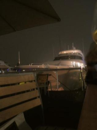 Dockside dining = yachts.